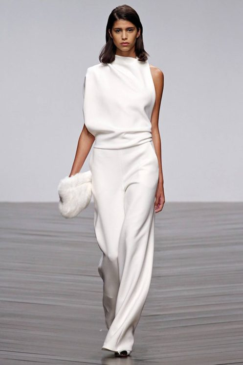 Slinky-White-Outfit-Oracle-Fox